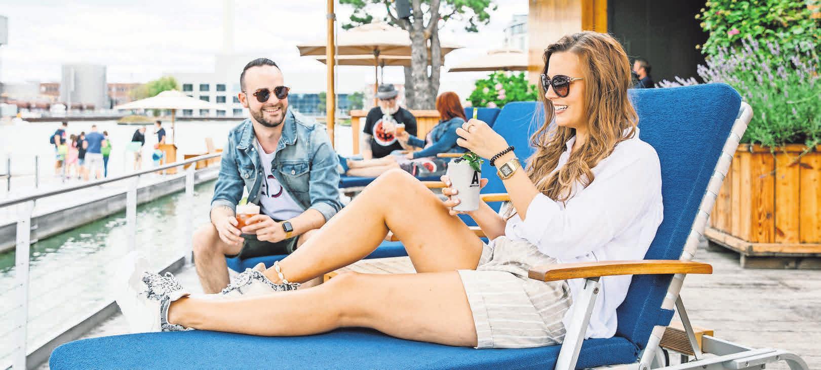 """Urlaubsfeeling garantiert: Auf """"Cool Summer Island"""" mit leckeren Cocktails und Loungemusik. Fotos: Anja Weber"""