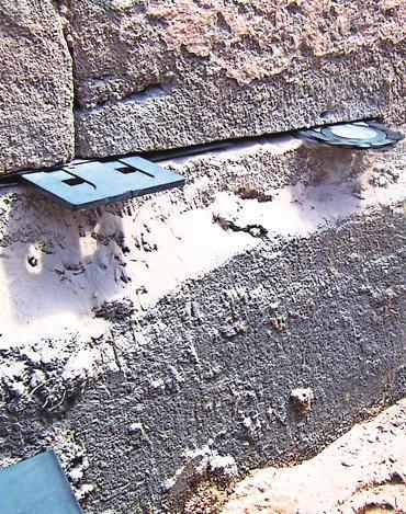 Mit dem Mauersägeverfahren kann eine Feuchtesperre in die Außenwand gezogen werden. Foto: z/djd/katz GmbH