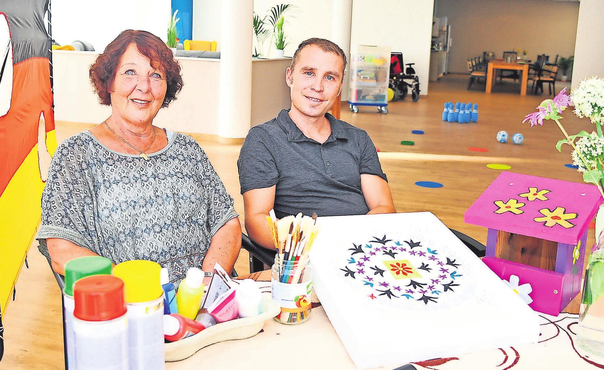 Um Pflege anders zu gestalten und Senioren nach ihren Vorstellungen unterstützen zu können, haben Felicitas Schreiber und Harald Nickel im März 2018 die Tagespflege Das Gästehaus am Rethener Markt eröffnet.