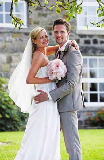 Mit einer guten Planung läuft am Hochzeitstag alles perfekt Foto: djd/Das Telefonbuch/mauritius images