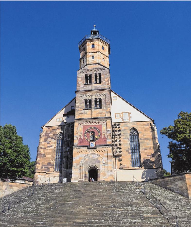 Städtereisen, etwa nach Schwäbisch Hall, sind im Trend. Dort gibt's zudem Freilichtspiele auf der Kirchentreppe.