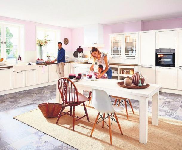 Alle 15 bis 20 Jahre investieren die Bundesbürger in eine neue Küche. Praktische Details, eine optimale Raumnutzung und individuelle Wünsche können bei einer professionellen Planung berücksichtigt werden. Foto: z/djd/Küchen Treff