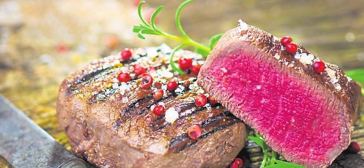 Das perfekt gegrillte Steak ist ein echter Genuss. Foto: Dani Vincek / Fotolia