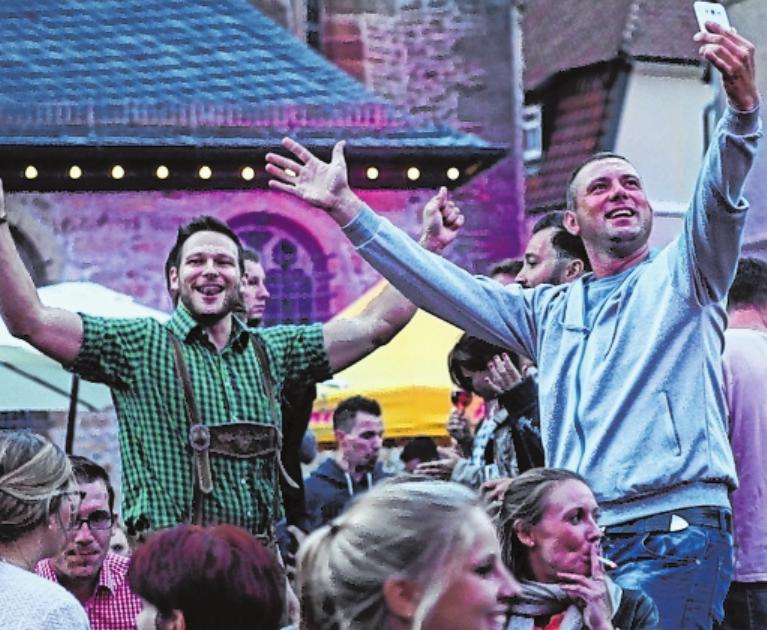Mittendrin statt nur dabei: Viel Platz für feierfreudige Gäste bietet das Gerolzhöfer Weinfest. FOTO: SERGEJ CHERNOISIKOW