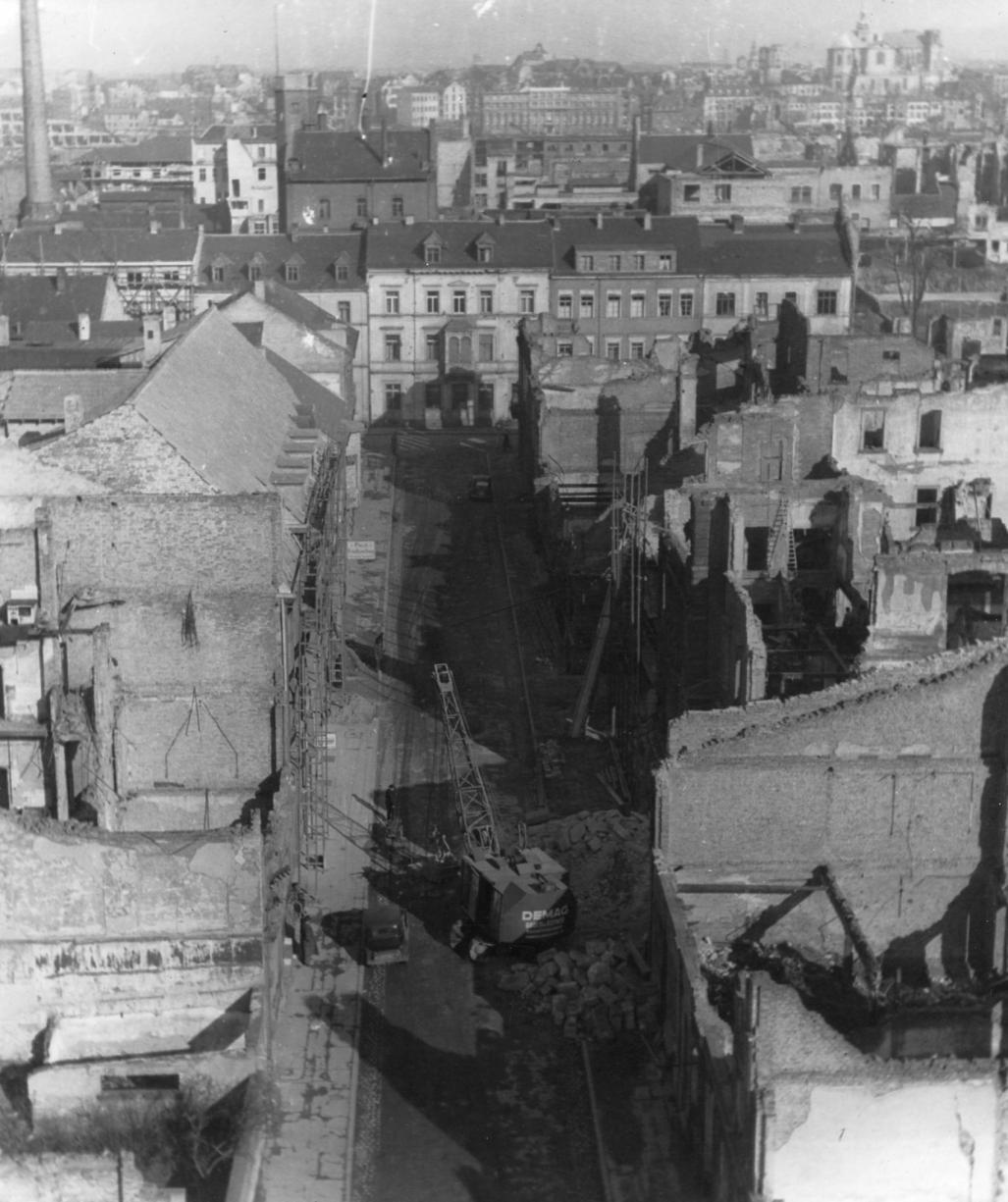 Trümmerwüste Amtsstraße: Auf der rechten Seite entstand später das Pressehaus. FOTO: STADTARCHIV LUDWIGSHAFEN