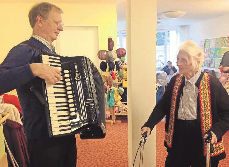 Akkordeonspieler Schatti wird den Frühlingsmarkt musikalisch umrahmen.