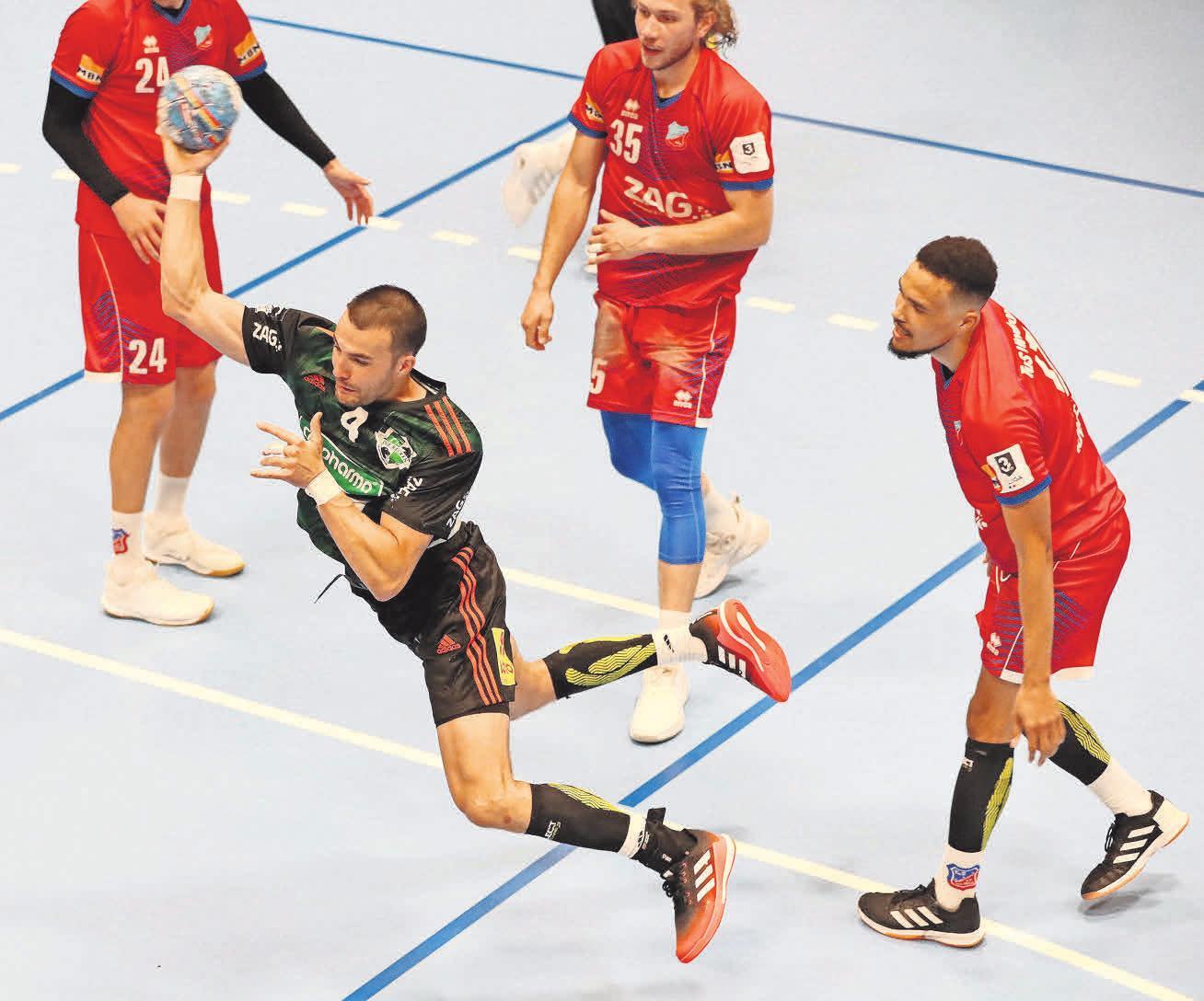 Ab durch die Mitte: Der Schwede Jonathan Edvardsson ist einer von zwei Neuzugängen bei der TSV. Foto: Florian Petrow (5)