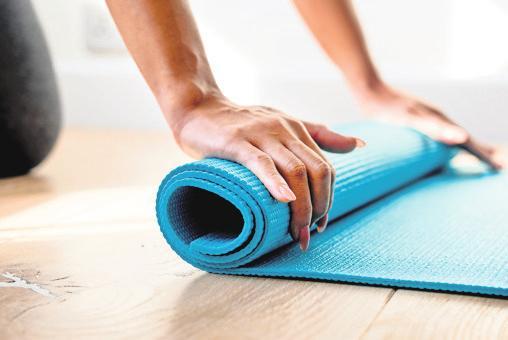Auf die Matte, fertig. los: Yoga hilft dabei, ein gutes Körpergefühl zu bewahren und fördert die Entspannung. Foto: unsplash/rawpixel