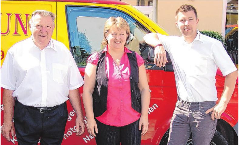 Dieter, Heiderose und Tobias Munz (von links) sind ein zuverlässiges Dreier-Gespann. Foto: Elektro Munz