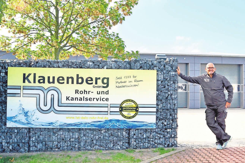 Marc Klauenberg, Geschäftsführer der Klauenberg GmbH Rohr und Kanalservice, empfiehlt, vor Renovierungsarbe iten einen Fachbetrieb mit der Inspektion und Reinigung der Abwasseranlage zu beauftragen. Foto: Michael Poerschke