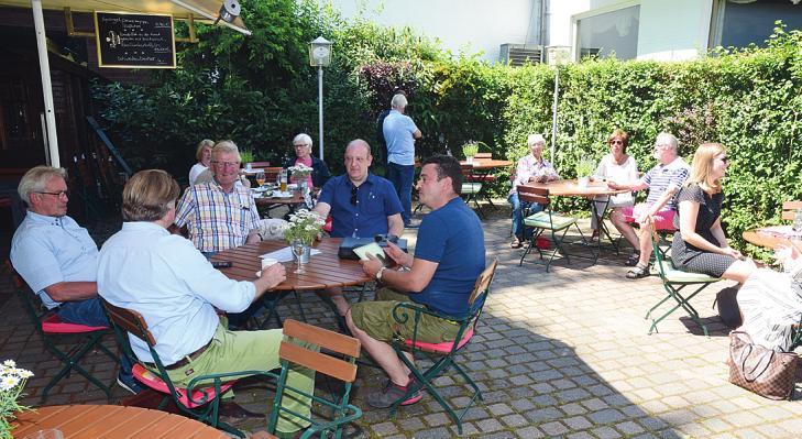 """Im Biergarten des """"Reitstalls Klövensteen"""" lässt es sich bei sonnigem Wetter bestens aushalten"""
