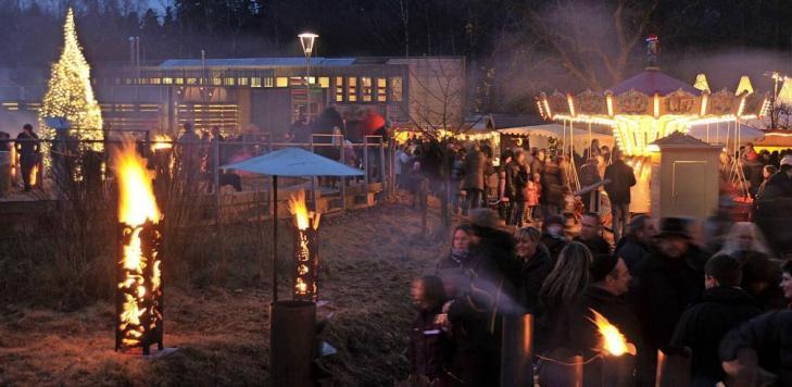 Am 14. und 15. Dezember beeindruckt die Romantische Waldweihnacht in Johanniskreuz mit Leckereien, regionaler Kunst und Feuerakrobaten. Foto: Landesforsten RLP