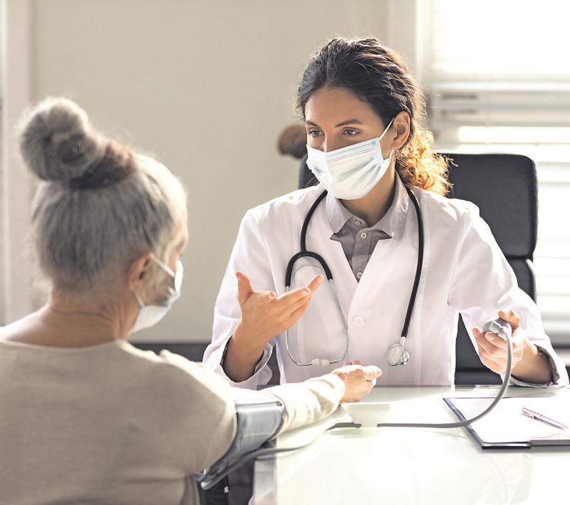 Regelmäßige Untersuchungen sowie Impfungen können schwerwiegenden Krankheiten vorbeugen Bild: fizkes/stock.adobe.com