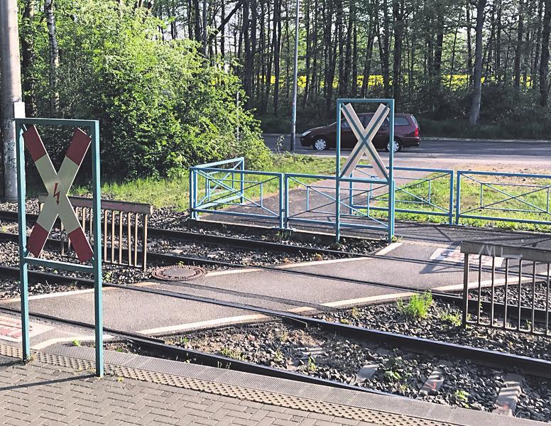 Einer der beiden Bahnübergänge, die im Sommer überholt werden.