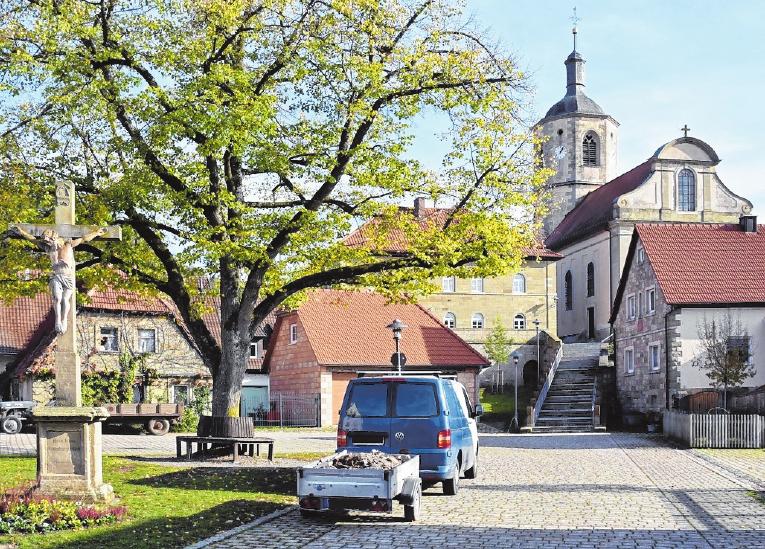"""Ein Schmuckstück ist der Dorfplatz in Prappach, das von vielen Menschen auch als """"Die Perle am Sterzelbach"""" bezeichnet wird. FOTO: ULRIKE LANGER"""