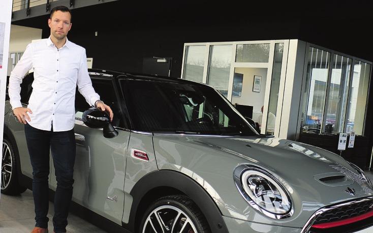 Marko Napierski gehört zu den Mini-Spezialisten im Hause Stadac an der Niendorfer Straße in Norderstedt. Dort können die Kunden wählen zwischen Drei- und Fünftürern der Modelle Countryman und Clubman sowie dem Mini Cabrio Foto: Rahn