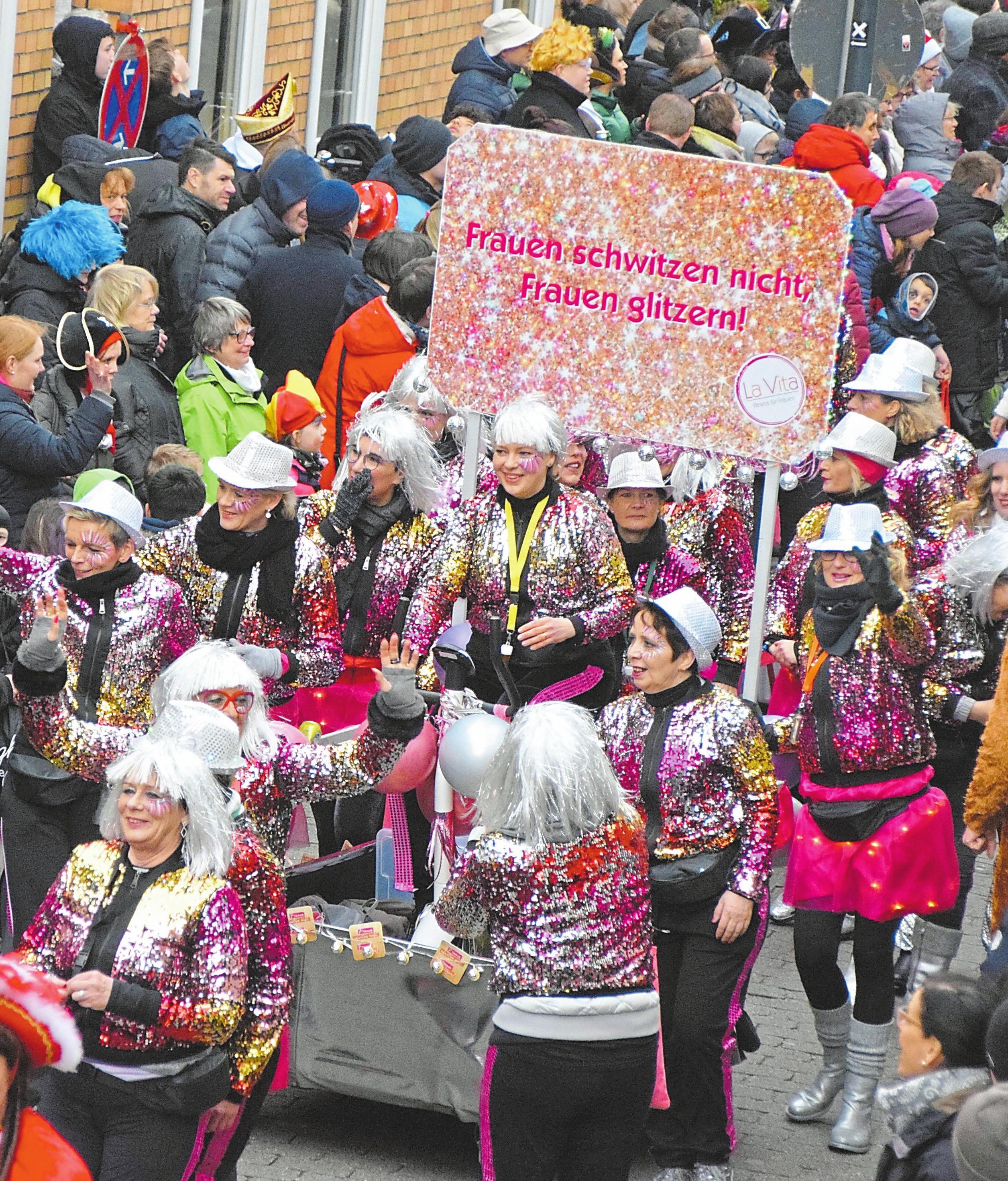Der Straßenkarneval im vergangenen Jahr war wie immer sehr gut besucht und ein voller Erfolg. Fotos: Schwerdt/Pohlkamp