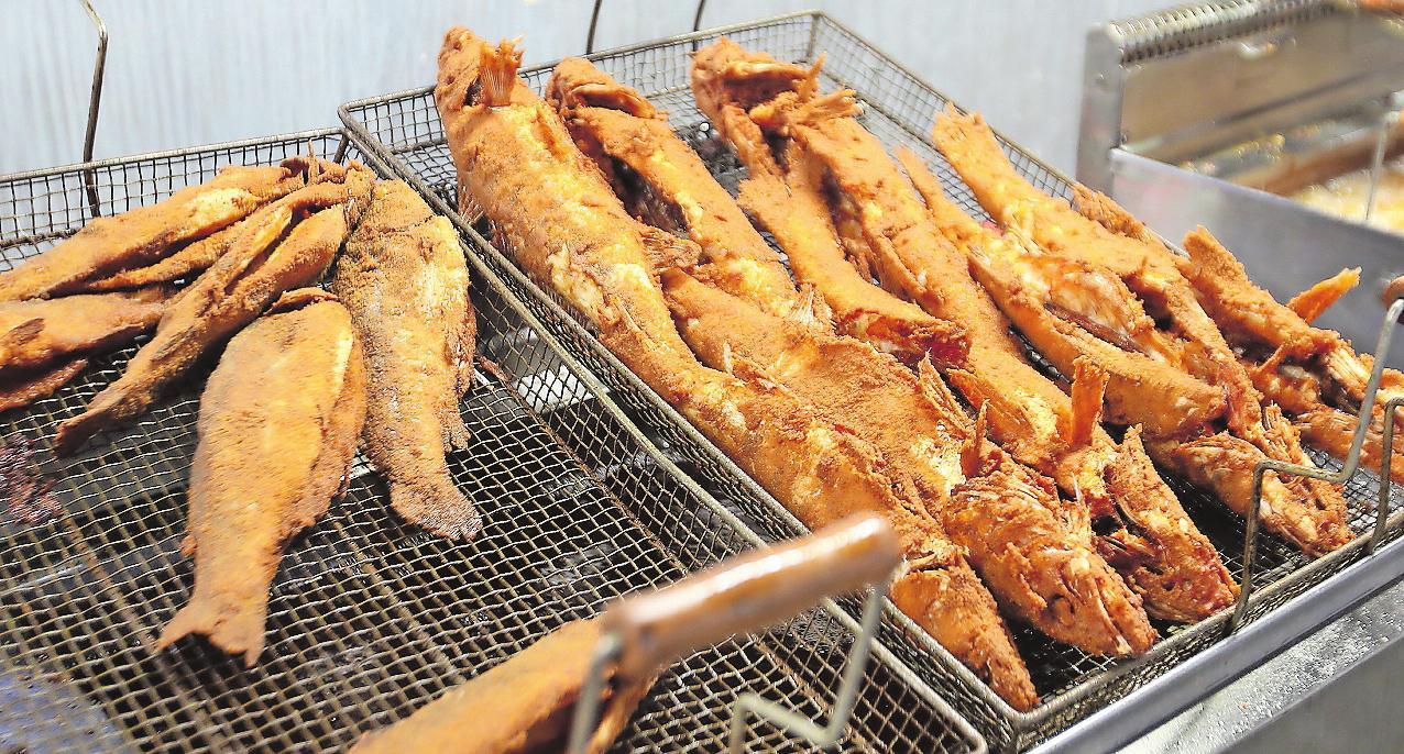 Gibt es an vier Tagen auf dem Fest: frisch gebackene Fische. ARCHIVFOTO: LENZ
