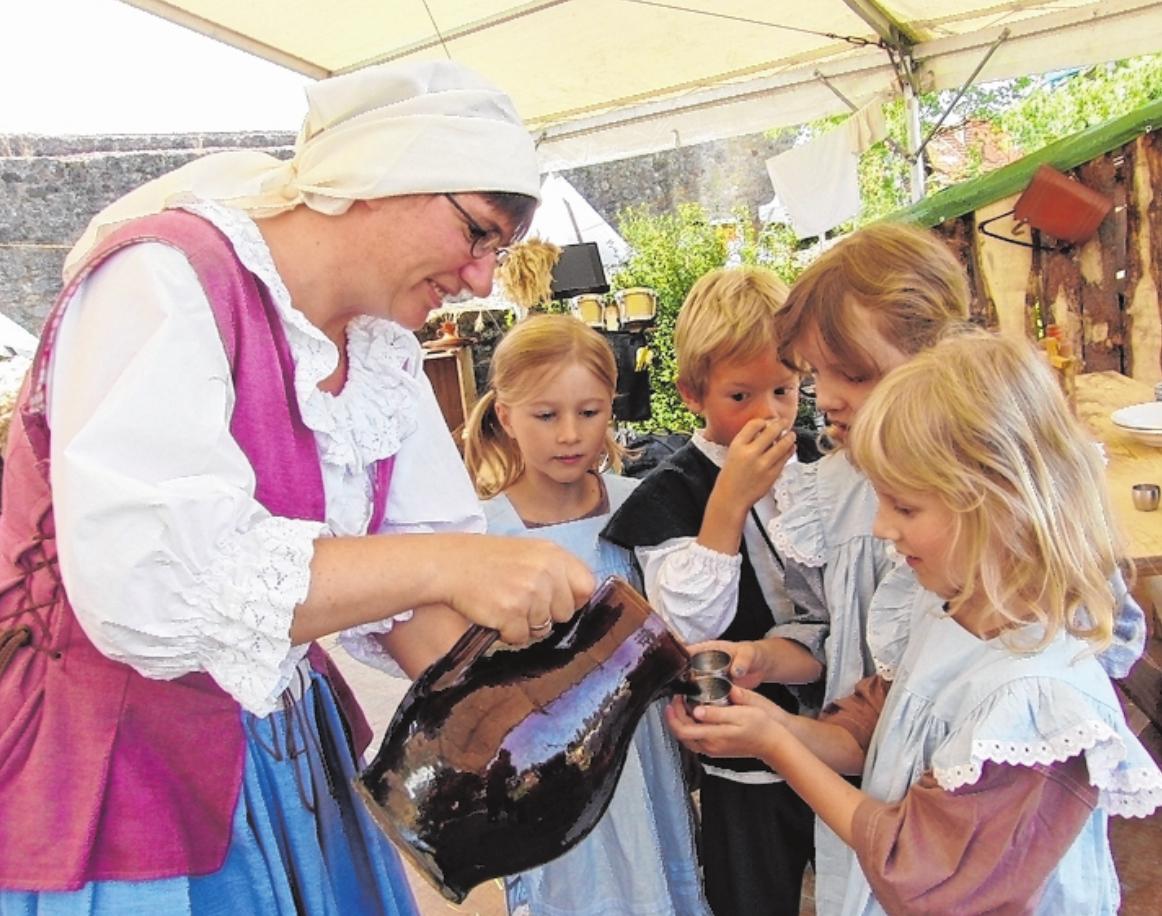 Für Erfrischung ist auf dem Historien-Wochenende bestens gesorgt – für die Besucher wie für die Mitwirkenden. FOTOS: EVA WIENRÖDER