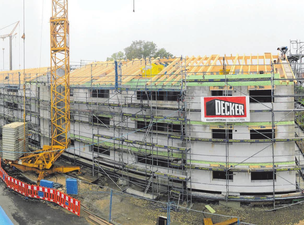 Die spätere Form des Gebäudes lässt sich schon erkennen, doch noch steht noch viel Arbeit aus. Ohne Dach lässt es sich schlecht wohnen. FOTO: PM