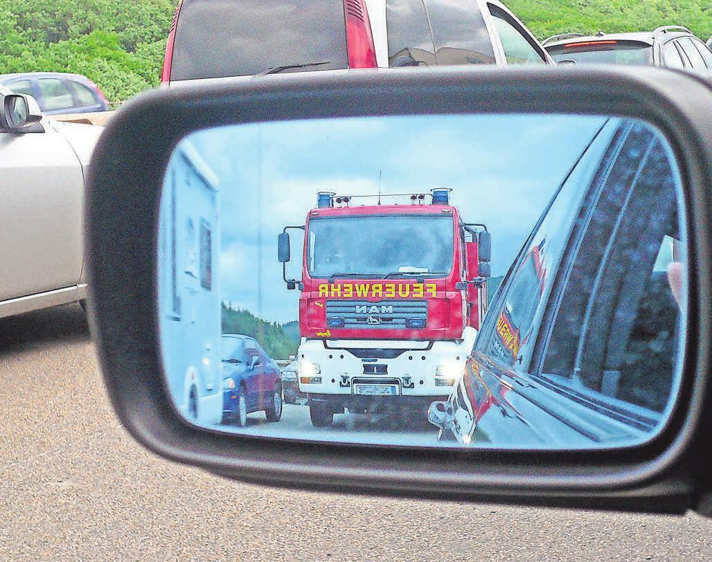 Wenn für die Feuerwehr kein Durchkommen ist. Foto: Bernd Bast/pixelio.de
