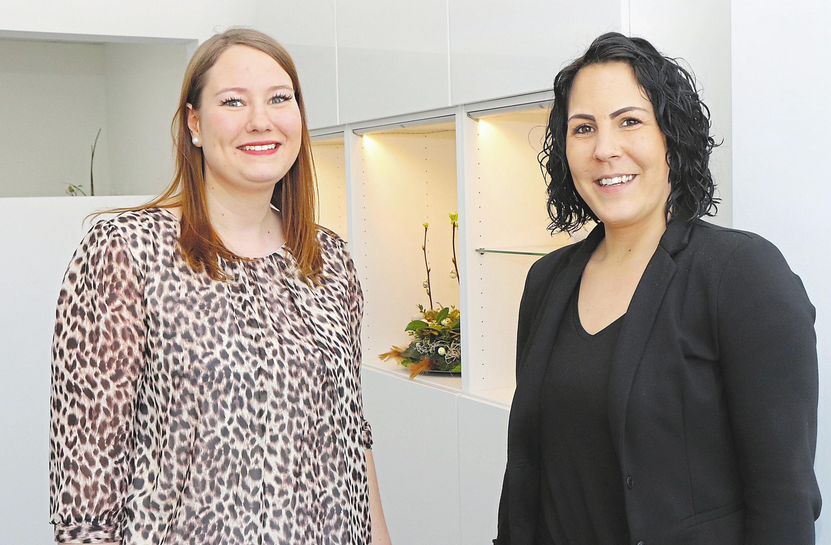 Der Inhaberin Sabrina Wolbrink (r.) steht Anika Huil als Stellvertreterin zur Seite.
