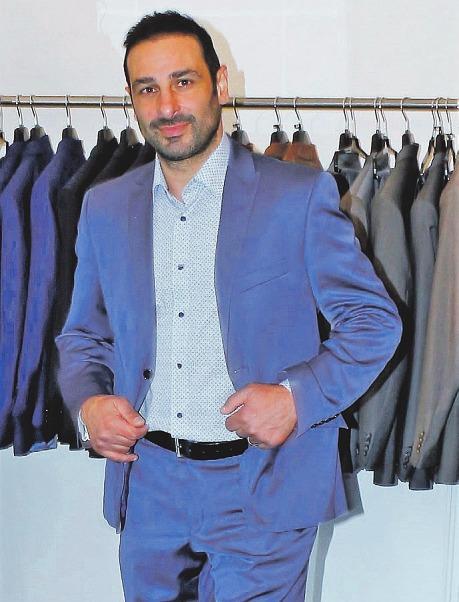 """Auch Sänger Volkan Baydur (""""Orange Blue"""") ist bereits langjähriger Stammkunde bei """"Fashion Team and friends"""" Foto: Tina Jordan"""