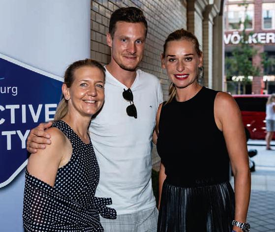 HSV Präsident Marcel Jansen mit der Turnierleiterin Sandra Reichelt (l) und Barbara Schett, die die On Court Interviews mit den Spielern führte.