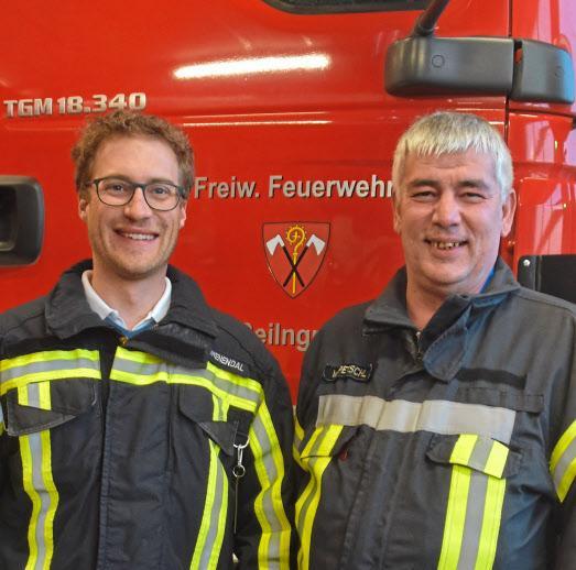 Vorsitzender Martin Tomenendal (links) und Kommandant Wolfgang Petschl sind stolz auf ihre Truppe. Fotos: Nusko/FFW