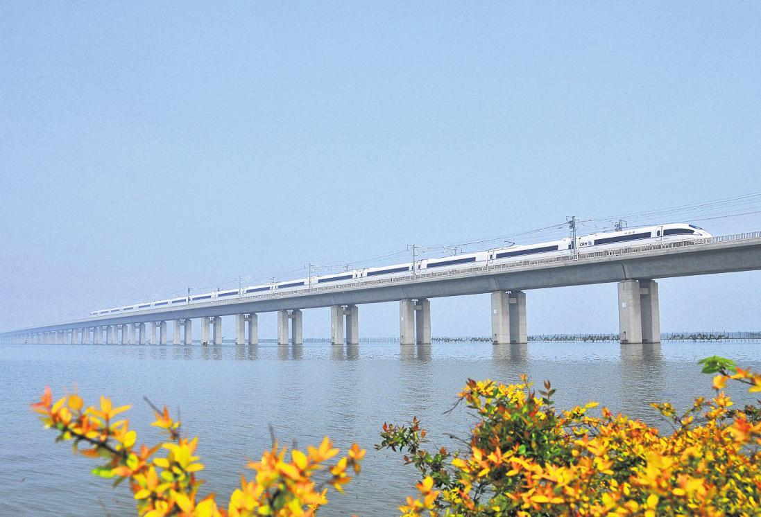 Mit einer Länge von 164,8 Kilometern gilt die Große Brücke Danyang-Kunshan in China als derzeit längste Brücke der Welt. FOTO: LUO CHUNXIAO/ DPA