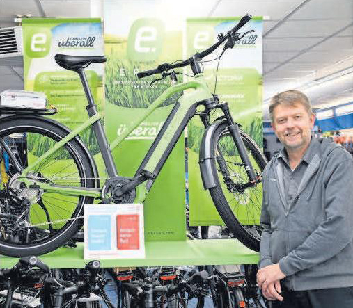 Ein robustes E-bike mit integriertem Akku: Tim Helke empfiehlt Endeavour 7, das breite Reifen für Wald- und Wiesenwege bietet.