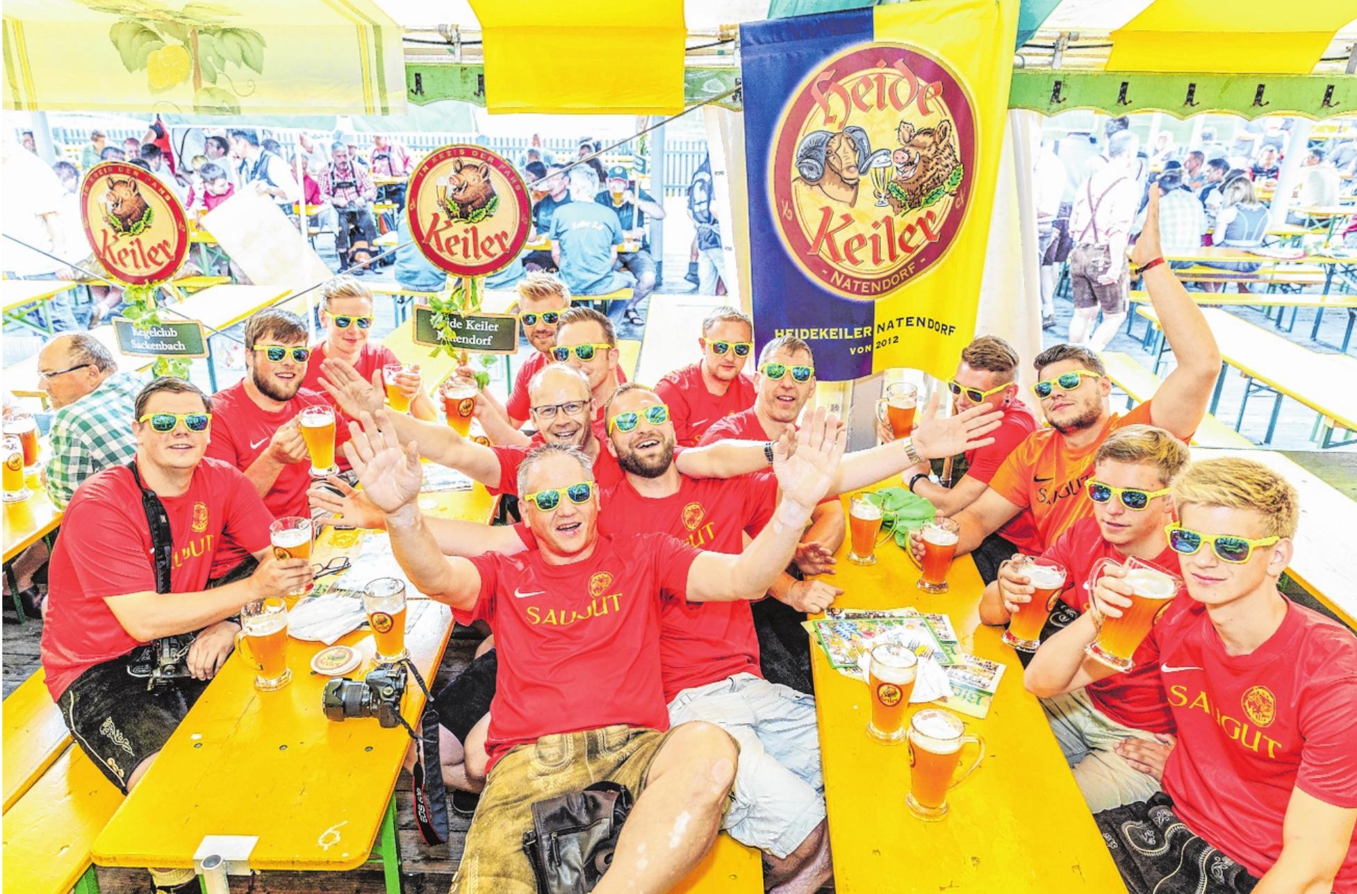 Inzwischen ein nicht mehr wegzudenkender Termin auf der Lohrer Spessartfestwoche: der große Keiler Fanclubumzug am zweiten Samstag. An den Straßen stehen viele Zuschauer, die sich an den kreativen Kostümen und Maskottchen der Klubs erfreuen. Über 1300 Teilnehmer reisen aus nah und fern an, um mit ihrem Lieblingsbier einen sauguten Tag zu verbringen. Diesen Samstag ist endlich wieder Fanclubtag. FOTO: ANDREAS KNEITZ