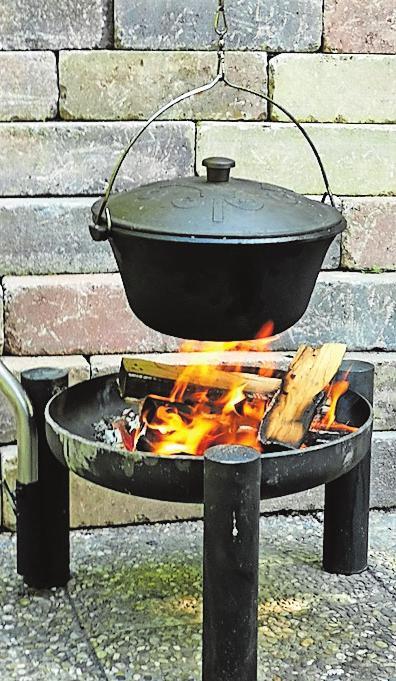 Köchelt auf dem Feuer gemütlich und nachhaltig vor sich hin: Hühnersuppe. Foto: wi