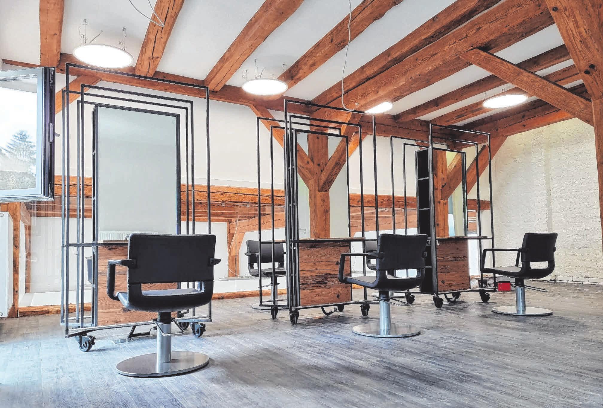 Im ersten Stock werden die Kunden auch optisch durch Fachwerk und eine verglaste Galerie verwöhnt.