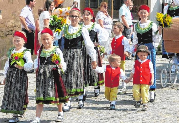Beim großen Kirchweih-Festzug zeigen die Auber am Sonntag einen Teil ihrer Stadtgeschichte. FOTOS: ALFRED GEHRING
