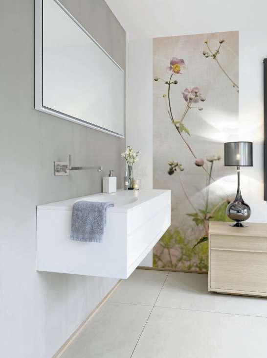 Wohnlicher Materialmix: Fliesen am Boden, Putz an der Wand und als Hingucker ein Tapeten-Paneel von AS Création.