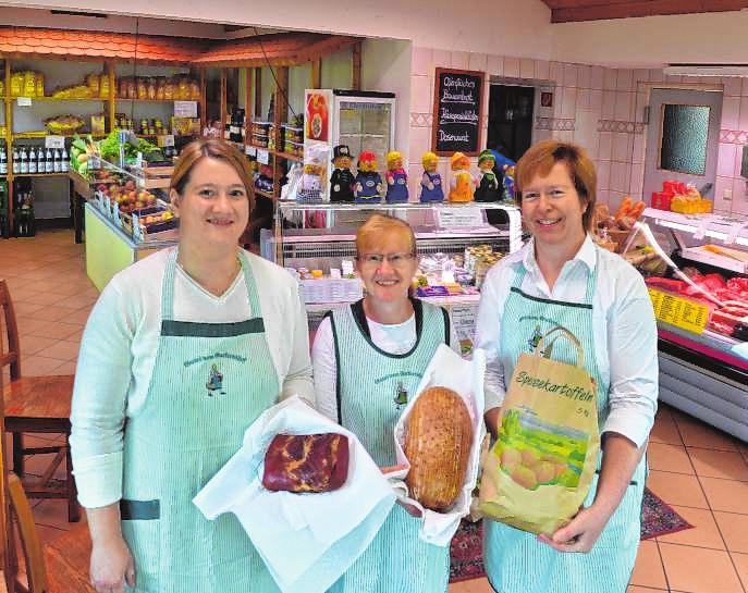 V.l.: Christina Kirsch, Karin Kraus und Ute Guckert im Hofladen des Guckertshof. Bild: Rinderspacher/A