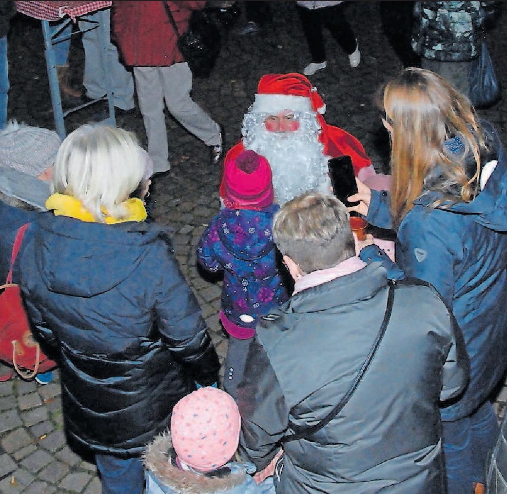 Wird am Samstag und Sonntag noch mal in Neuhofen erwartet: der Nikolaus mit kleinen Geschenken. FOTO: NEUMANN