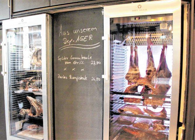 Besondere Spezialitäten sind die Dry-Aged-Beef-Spezialitäten.