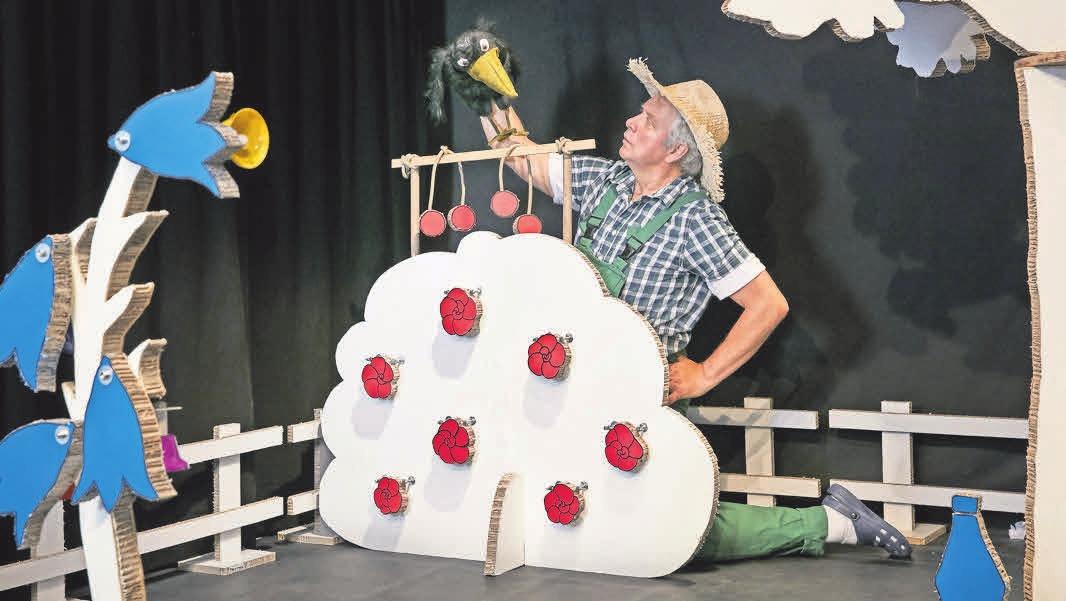 """Das Stück """"Obstgärtchen"""" ist für Kinder ab drei Jahre. Foto: Peter Markhoff"""