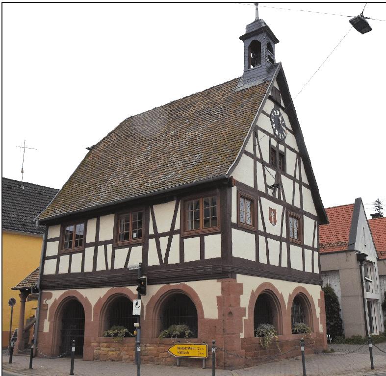 Prunkstück im Ortszentrum: das alte Rathaus.FOTO: CLEMENS