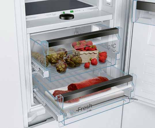In dieser Kühlgefrierkombination kontrollieren Sensoren permanent die Umgebungs-, Kühlschrank- und Gefrierschranktemperatur. Foto: AMK
