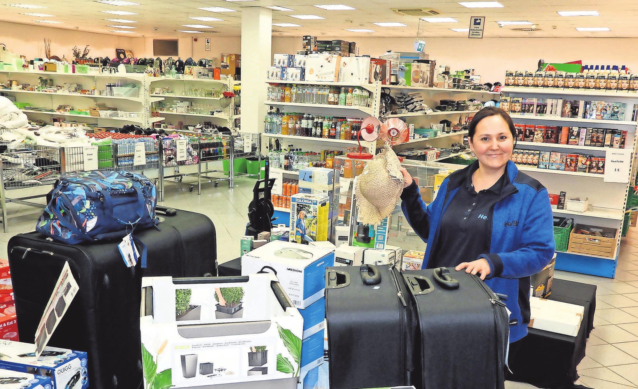 Mitarbeiterin Tatjana Asenheimer freut sich über die große Auswahl.