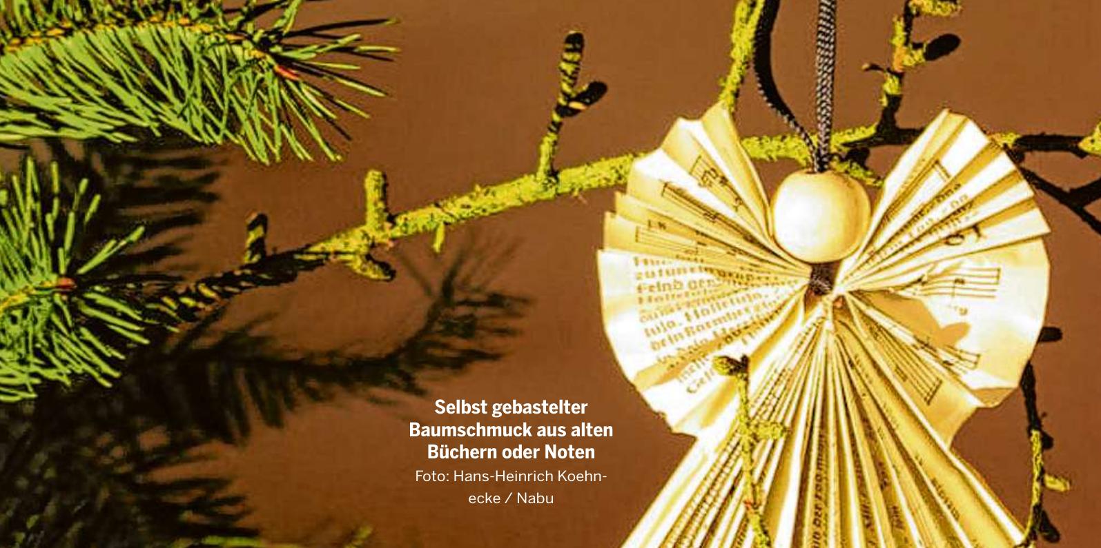 Selbst gebastelter Baumschmuck aus alten Büchern oder Noten Foto: Hans-Heinrich Koehnecke / Nabu