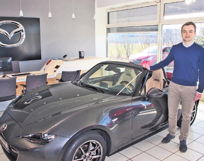Juniorverkaufsberater Daniel Fischer ist einer der Ansprechpartner für Neu- und Gebrauchtwagen im Autohaus Rohde. Foto: wb