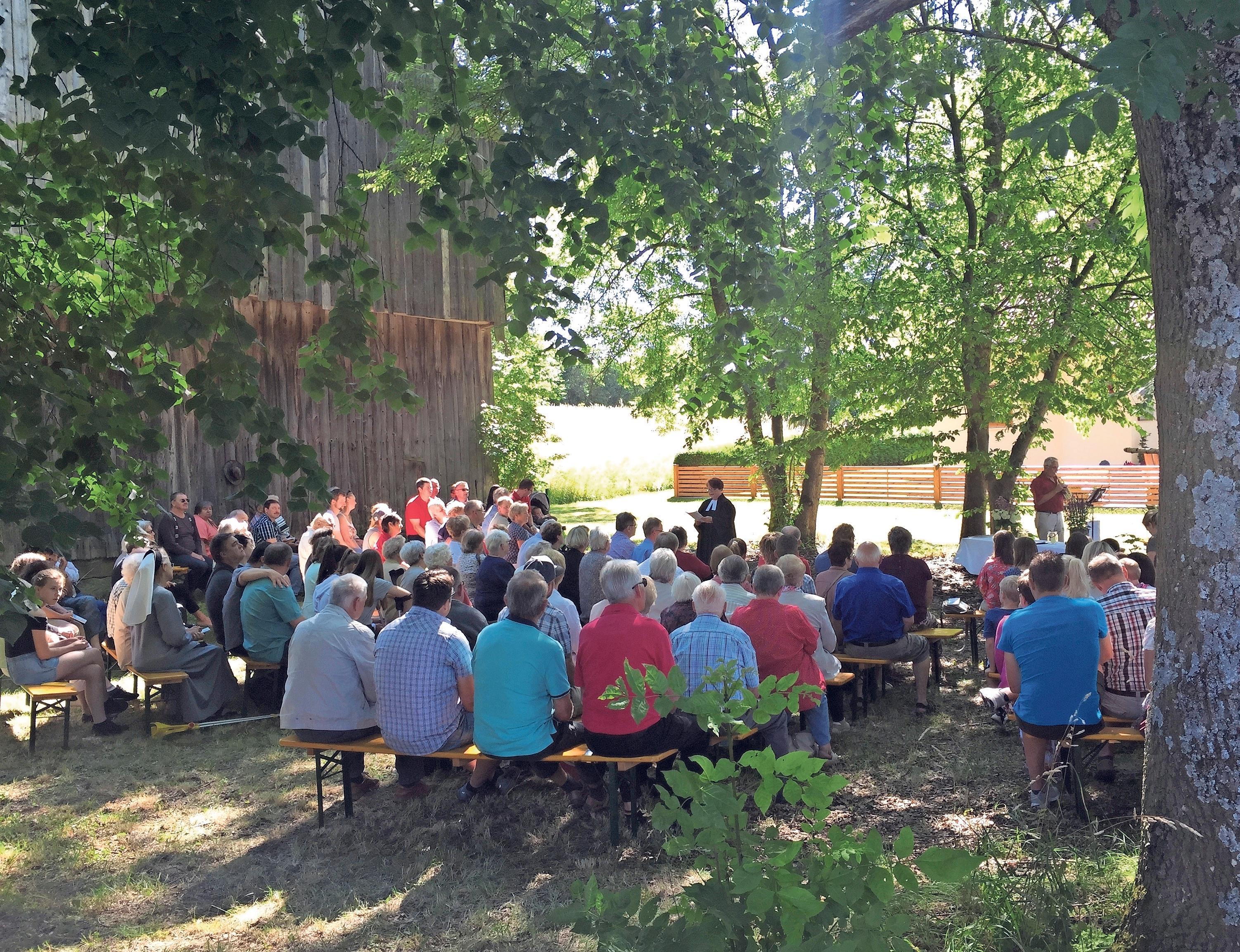 Der Gottesdienst, der bei schönem Wetter unter freiem Himmel stattfindet, ist jedes Jahr gut besucht. Foto: privat