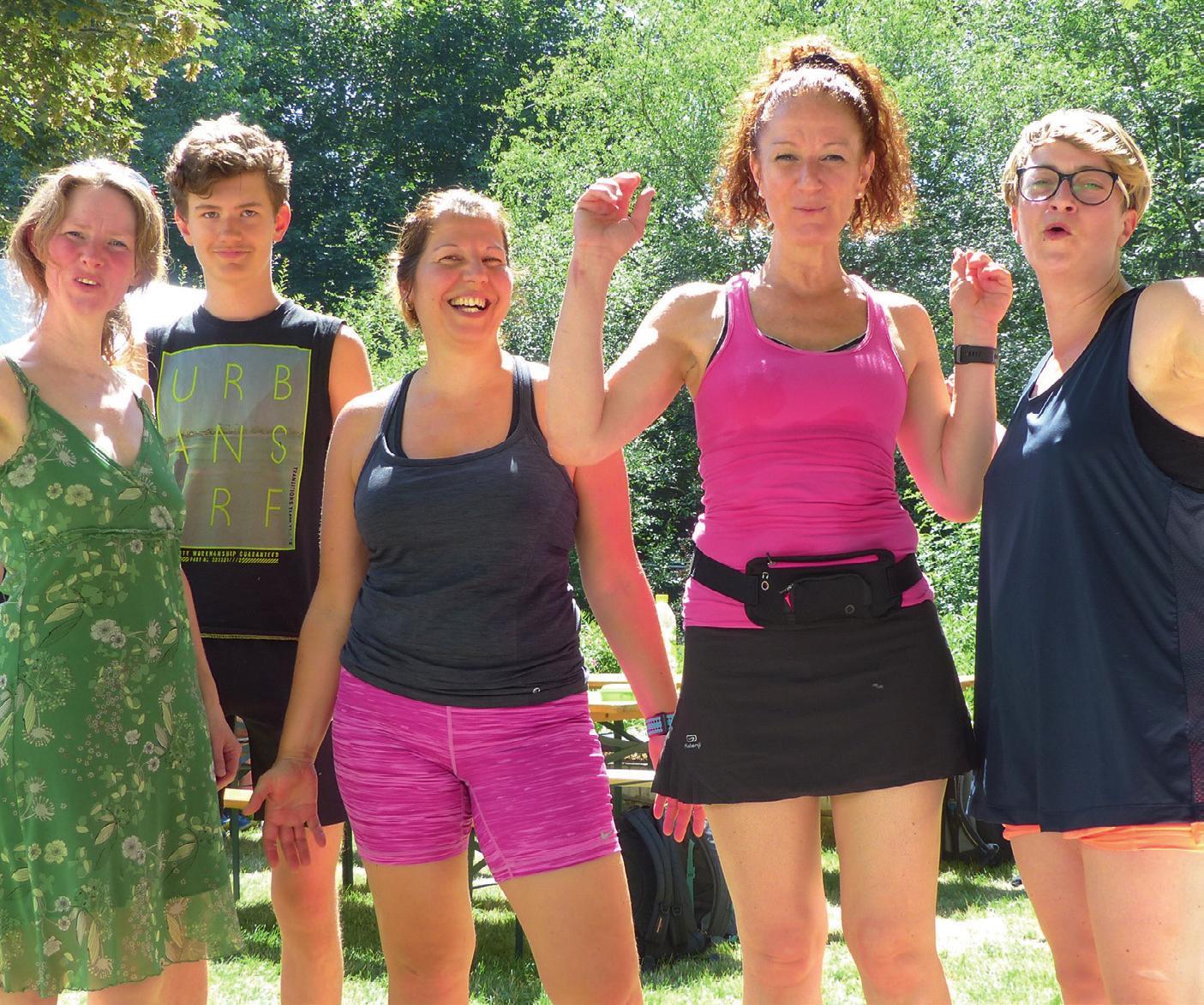 Glücklich und gut gelaunt im Ziel: Finisher nach dem Gartenlauf in Hohenschönhausen