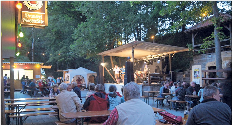 Stimmungsvolles Ambiente, leckeres Essen, gutes Musik: das Sommerfest in Lindenhardt. Foto: red