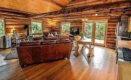 Naturmaterialien im Eigenheim liegen im Trend. FOTOS: PIXABAY