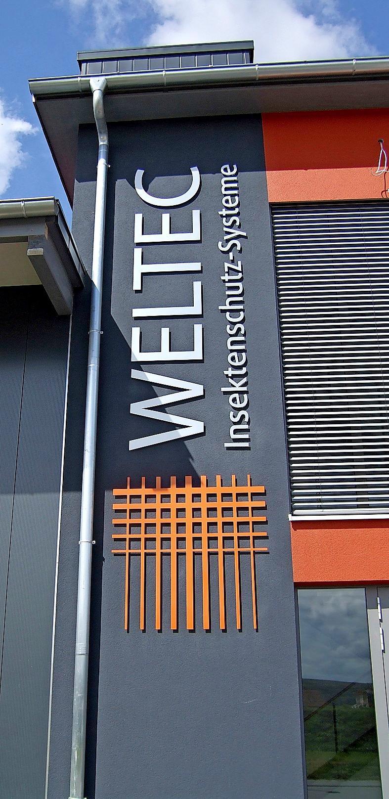 Weithin sichtbar ziert das Firmenlogo die Fassade des neuen Standorts in Merdingen.